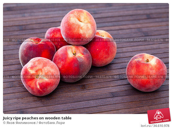 Juicy ripe peaches on wooden table. Стоковое фото, фотограф Яков Филимонов / Фотобанк Лори
