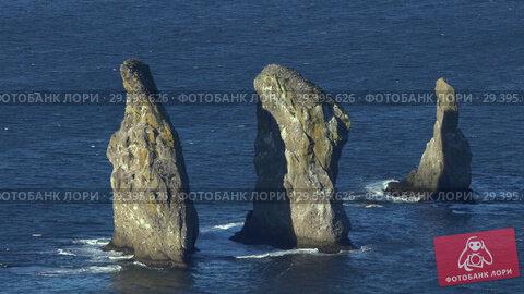 Камчатка, скалы Три Брата. Стоковое видео, видеограф А. А. Пирагис / Фотобанк Лори