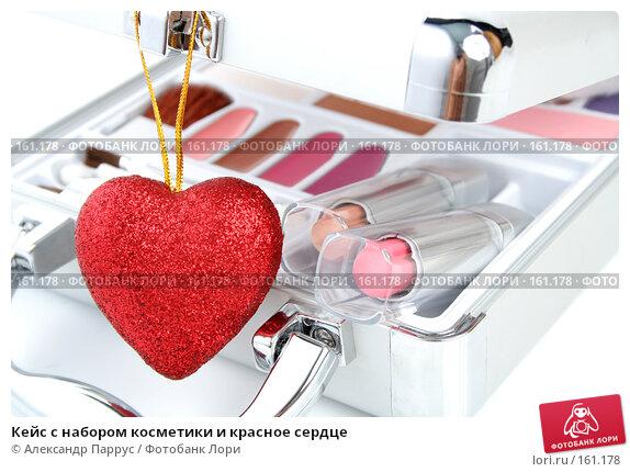 Кейс с набором косметики и красное сердце, фото № 161178, снято 25 июня 2007 г. (c) Александр Паррус / Фотобанк Лори