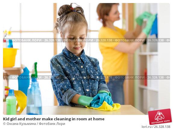 Купить «Kid girl and mother make cleaning in room at home», фото № 26328138, снято 26 февраля 2017 г. (c) Оксана Кузьмина / Фотобанк Лори