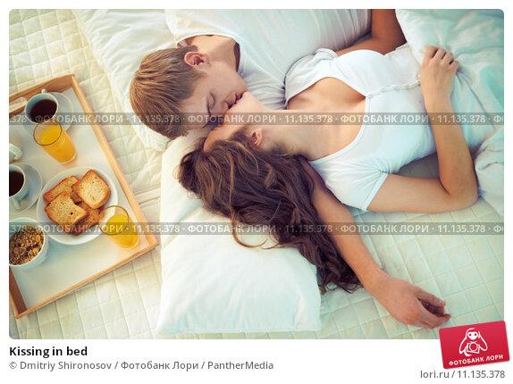 Поцелуи в постели фото
