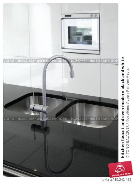 Купить «kitchen faucet and oven modern black and white», фото № 10242462, снято 21 апреля 2019 г. (c) PantherMedia / Фотобанк Лори