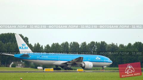KLM Boeing 777 taxiing before departure (2017 год). Редакционное видео, видеограф Игорь Жоров / Фотобанк Лори