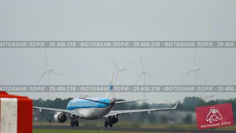 Купить «KLM Cityhopper Embraer 190 accelerate», видеоролик № 29400218, снято 25 июля 2017 г. (c) Игорь Жоров / Фотобанк Лори