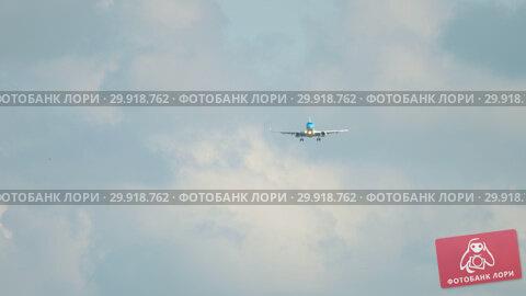 Купить «KLM Cityhopper Embraer 190 approaching», видеоролик № 29918762, снято 4 ноября 2018 г. (c) Игорь Жоров / Фотобанк Лори