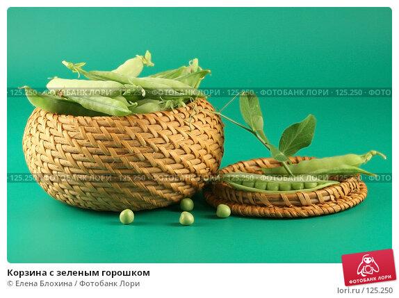 Купить «Корзина с зеленым горошком», фото № 125250, снято 12 июля 2007 г. (c) Елена Блохина / Фотобанк Лори