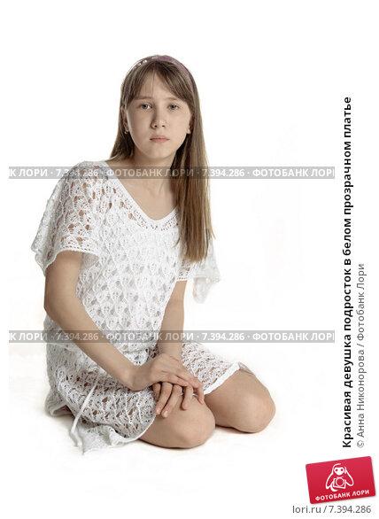 Красивая девушка в прозрачном платье — photo 14