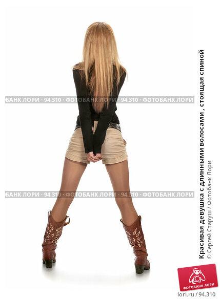 Красивая девушка с длинными волосами , стоящая спиной, фото № 94310, снято 6 октября 2007 г. (c) Сергей Старуш / Фотобанк Лори