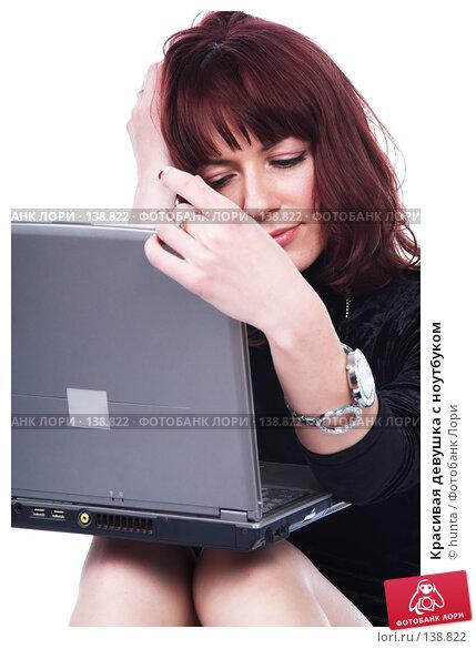 Красивая девушка с ноутбуком, фото № 138822, снято 12 августа 2007 г. (c) hunta / Фотобанк Лори