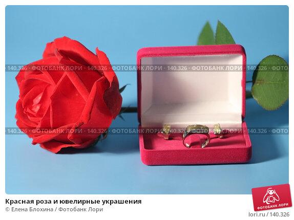 Купить «Красная роза и ювелирные украшения», фото № 140326, снято 26 сентября 2007 г. (c) Елена Блохина / Фотобанк Лори