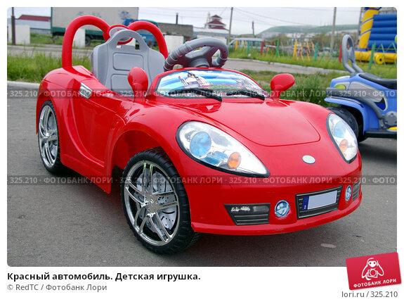 Красный автомобиль. Детская игрушка., фото № 325210, снято 17 июня 2008 г. (c) RedTC / Фотобанк Лори