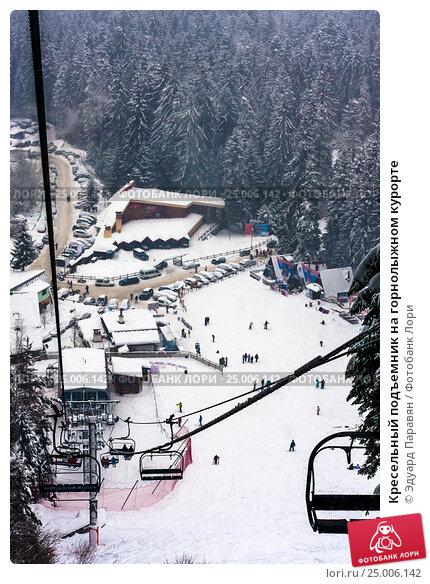 Купить «Кресельный подъемник на горнолыжном курорте», фото № 25006142, снято 31 декабря 2011 г. (c) Эдуард Паравян / Фотобанк Лори