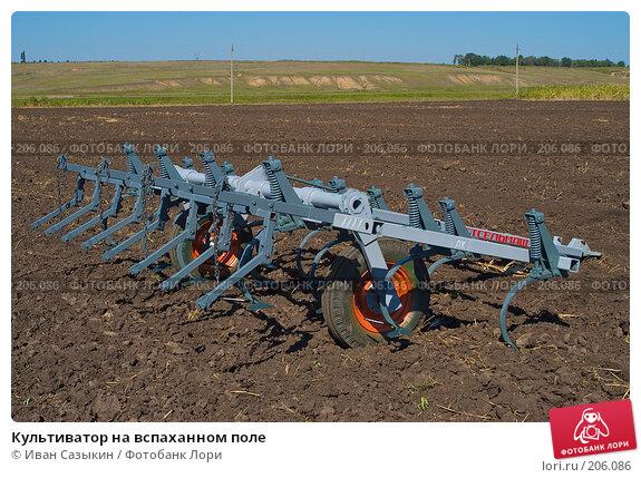 Культиватор на вспаханном поле, фото № 206086, снято 7 сентября 2004 г. (c) Иван Сазыкин / Фотобанк Лори