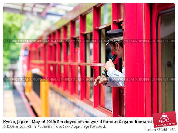 Kyoto, Japan - May 16 2019: Employee of the world famous Sagano Romantic... Стоковое фото, фотограф Zoonar.com/Chris Putnam / age Fotostock / Фотобанк Лори