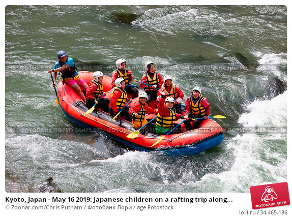 Kyoto, Japan - May 16 2019: Japanese children on a rafting trip along... Стоковое фото, фотограф Zoonar.com/Chris Putnam / age Fotostock / Фотобанк Лори