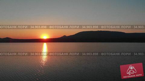 Landscape of nature - late orange sunset and calm water. Стоковое видео, видеограф Константин Шишкин / Фотобанк Лори