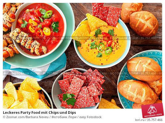 Leckeres Party Food mit Chips und Dips. Стоковое фото, фотограф Zoonar.com/Barbara Neveu / easy Fotostock / Фотобанк Лори