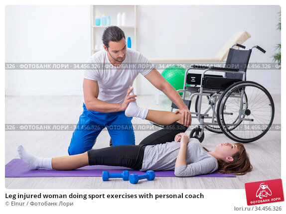 Leg injured woman doing sport exercises with personal coach. Стоковое фото, фотограф Elnur / Фотобанк Лори