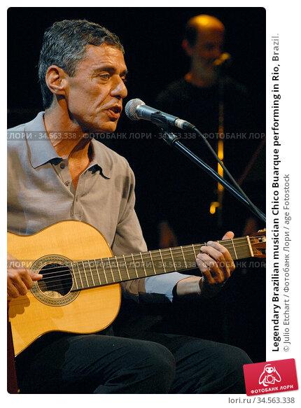 Legendary Brazilian musician Chico Buarque performing in Rio, Brazil. (2006 год). Редакционное фото, фотограф Julio Etchart / age Fotostock / Фотобанк Лори