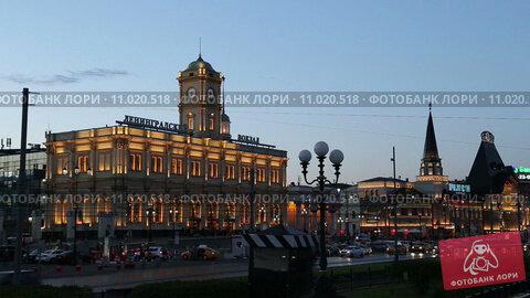 Ленинградский вокзал в Москве вечером, таймлапс (2015 год). Стоковое видео, видеограф Владимир Журавлев / Фотобанк Лори