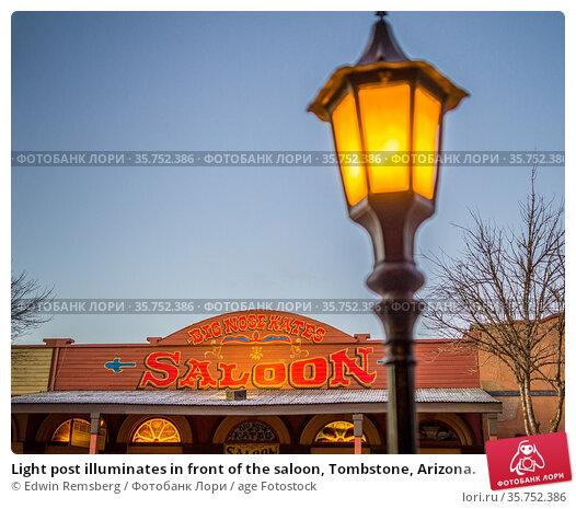 Light post illuminates in front of the saloon, Tombstone, Arizona. Стоковое фото, фотограф Edwin Remsberg / age Fotostock / Фотобанк Лори
