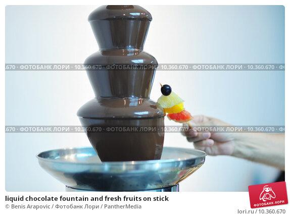Купить «liquid chocolate fountain and fresh fruits on stick», фото № 10360670, снято 21 августа 2018 г. (c) PantherMedia / Фотобанк Лори