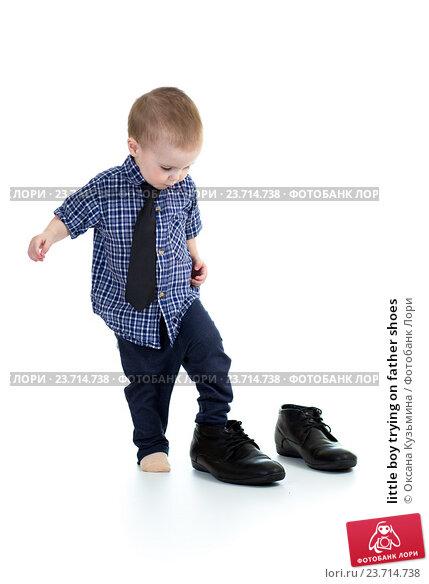Купить «little boy trying on father shoes», фото № 23714738, снято 13 марта 2013 г. (c) Оксана Кузьмина / Фотобанк Лори