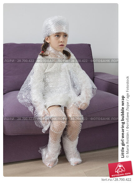 Купить «Little girl wearing bubble wrap», фото № 28700422, снято 9 ноября 2017 г. (c) age Fotostock / Фотобанк Лори