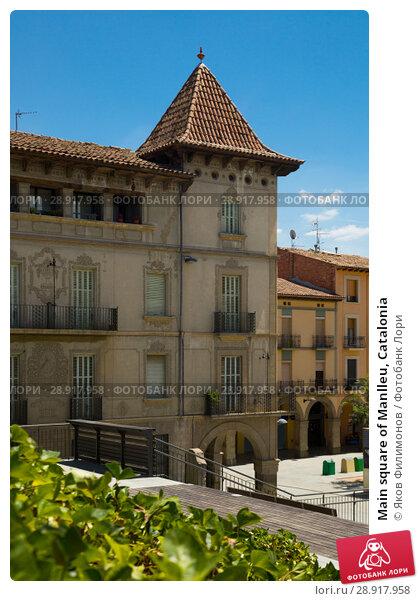 Купить «Main square of Manlleu, Catalonia», фото № 28917958, снято 16 июля 2017 г. (c) Яков Филимонов / Фотобанк Лори