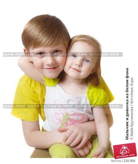 Мальчик и девочка на белом фоне, фото № 220906, снято 2 марта 2008 г. (c) Майя Крученкова / Фотобанк Лори