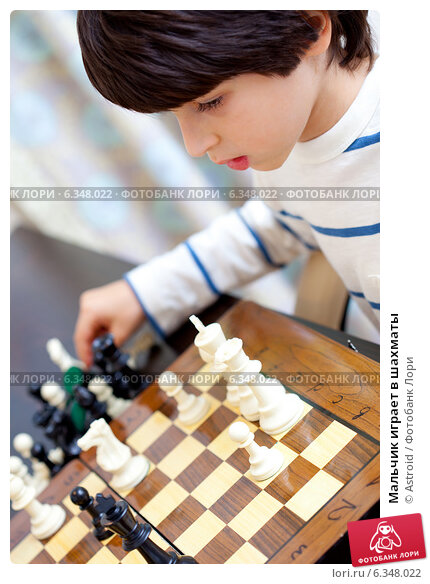Купить «Мальчик играет в шахматы», фото № 6348022, снято 29 августа 2014 г. (c) Astroid / Фотобанк Лори