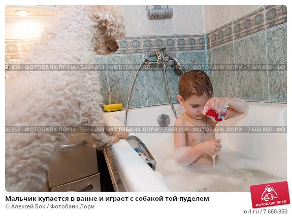 Одни купаться в ванной иные по душем, абсолютно голая на улице видео