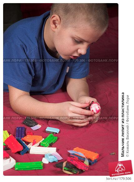 Мальчик лепит из пластилина, фото № 179506, снято 31 декабря 2007 г. (c) Коваль Василий / Фотобанк Лори