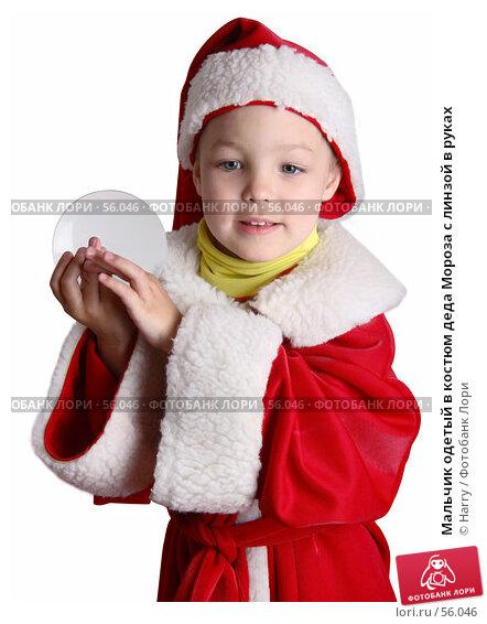 Купить «Мальчик одетый в костюм деда Мороза с линзой в руках», фото № 56046, снято 4 июня 2007 г. (c) Harry / Фотобанк Лори