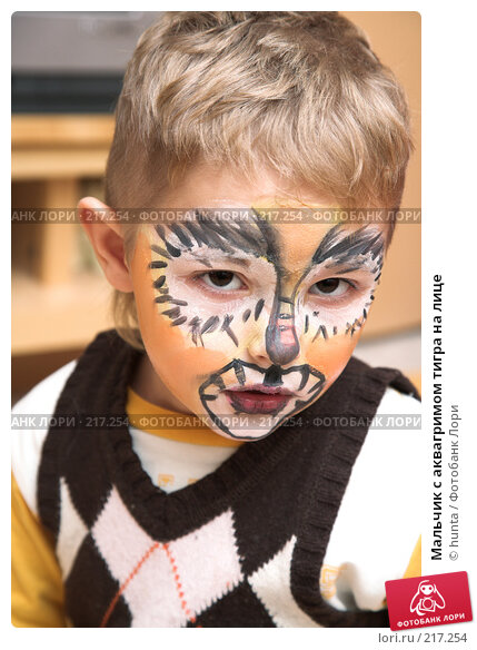 Мальчик с аквагримом тигра на лице, фото № 217254, снято 1 января 2008 г. (c) hunta / Фотобанк Лори