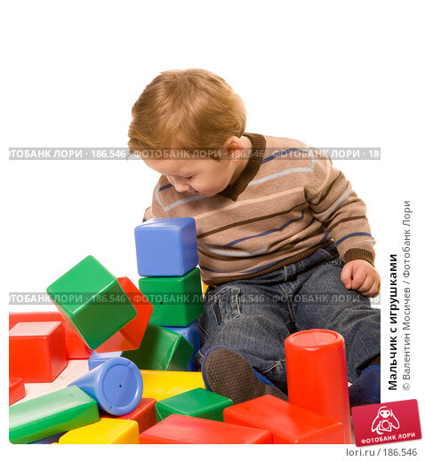 Купить «Мальчик с игрушками», фото № 186546, снято 4 января 2008 г. (c) Валентин Мосичев / Фотобанк Лори
