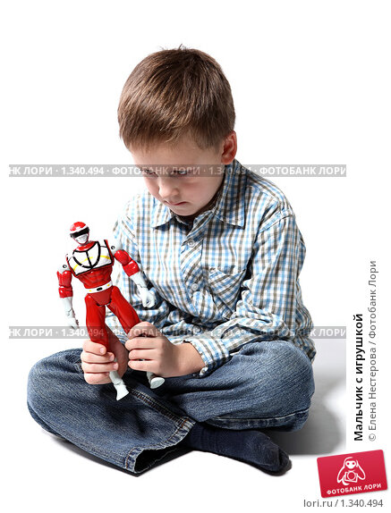 Мальчик с игрушкой. Редакционное фото, фотограф Елена Нестерова / Фотобанк Лори