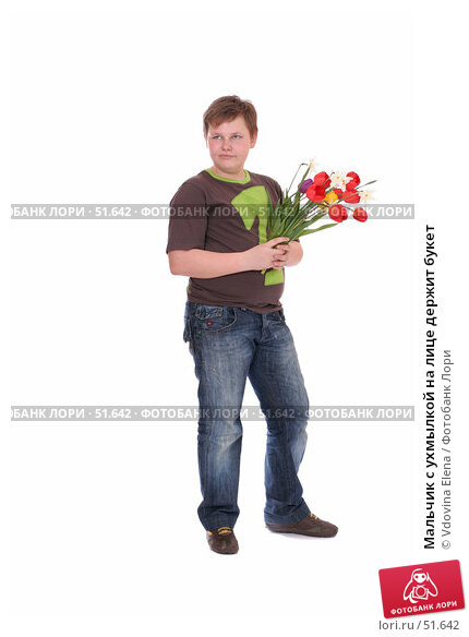 Мальчик с ухмылкой на лице держит букет, фото № 51642, снято 14 мая 2007 г. (c) Vdovina Elena / Фотобанк Лори