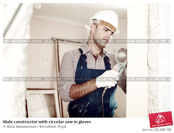 Купить «Male constructor with circular saw in gloves», фото № 28248190, снято 18 мая 2017 г. (c) Яков Филимонов / Фотобанк Лори