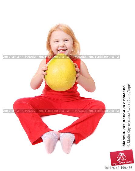Маленькая девочка с помело, фото № 1199466, снято 7 ноября 2009 г. (c) Майя Крученкова / Фотобанк Лори