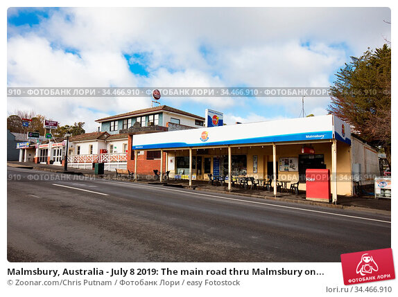 Malmsbury, Australia - July 8 2019: The main road thru Malmsbury on... Стоковое фото, фотограф Zoonar.com/Chris Putnam / easy Fotostock / Фотобанк Лори