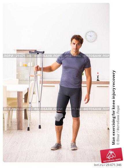 Купить «Man exercising for knee injury recovery», фото № 29671346, снято 4 сентября 2018 г. (c) Elnur / Фотобанк Лори