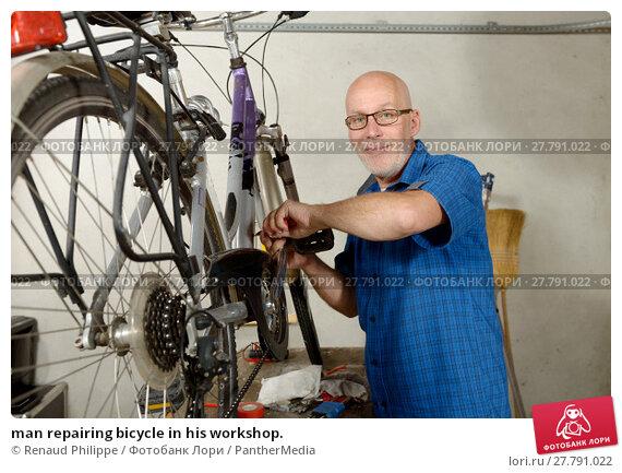 Купить «man repairing bicycle in his workshop.», фото № 27791022, снято 20 октября 2018 г. (c) PantherMedia / Фотобанк Лори