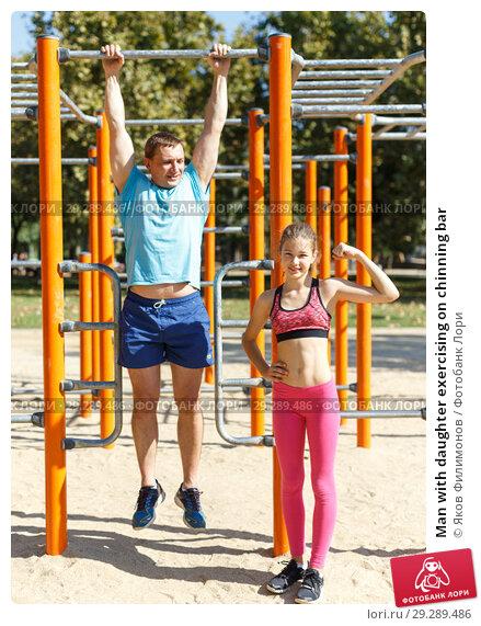 Купить «Man with daughter exercising on chinning bar», фото № 29289486, снято 29 сентября 2018 г. (c) Яков Филимонов / Фотобанк Лори