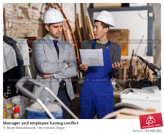 Manager and employee having conflict. Стоковое фото, фотограф Яков Филимонов / Фотобанк Лори