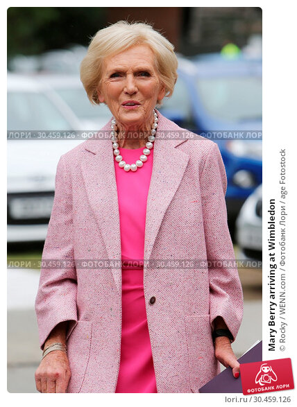 Mary Berry arriving at Wimbledon (2017 год). Редакционное фото, фотограф Rocky / WENN.com / age Fotostock / Фотобанк Лори