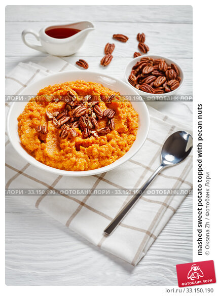 Купить «mashed sweet potato topped with pecan nuts», фото № 33150190, снято 21 ноября 2019 г. (c) Oksana Zh / Фотобанк Лори
