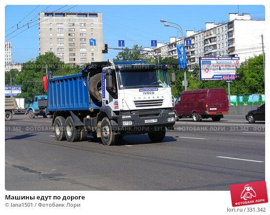 Машины едут по дороге, эксклюзивное фото № 331342, снято 11 июня 2008 г. (c) lana1501 / Фотобанк Лори