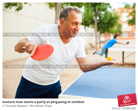 mature man starts a party at ping pong at outdoor. Стоковое фото, фотограф Татьяна Яцевич / Фотобанк Лори