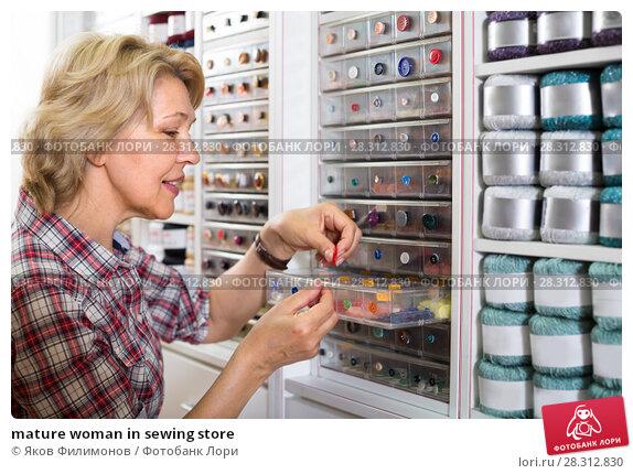 Купить «mature woman in sewing store», фото № 28312830, снято 25 мая 2019 г. (c) Яков Филимонов / Фотобанк Лори